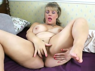 mature solo girl straight