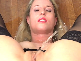 hd videos blonde milf